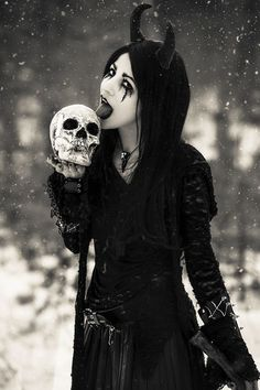 Confused On What To Wear? If you don't have any gothic fashion sense, this article is for you. There is absolutely no reason for you to look like a gothic fashion disaster. Goth Beauty, Dark Beauty, Beauty Art, Dark Fashion, Gothic Fashion, Style Fashion, Steampunk Fashion, Emo Fashion, Dark Fantasy