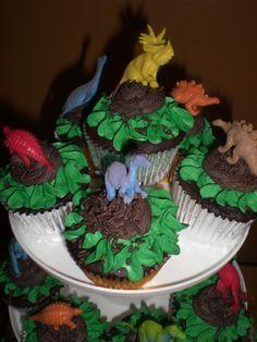 Dino cupcakes Dinosaur Party Games, Dinosaur Cupcakes, Birthday Ideas, Birthday Parties, Cake Decorating, Decorating Ideas, Party Themes, Party Ideas, Cake Images