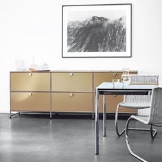 USM modern home furniture systems include a wide selection of tables, desks, and modular furniture storage systems for every room. Modular Furniture, Home Furniture, Furniture Design, Modern Interior Design, Interior Design Living Room, Flexible Furniture, Interior Inspiration, Decoration, House Design