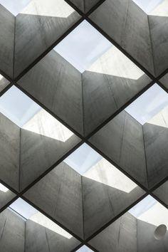 Swiss architecture firm Berrel Berrel Kräutler designs WHO headquarters extension in Geneva Box Architecture, Australian Architecture, Beautiful Architecture, Concrete Architecture, Concrete Forms, Concrete Houses, New Staircase, San Francisco Houses, Minimalist Garden