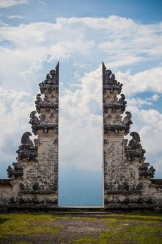 Door at Pura Lempuyang, a Balinese temple. The huge, elaborately carved entrance gate is usually a split gate, known also as Candi Bentar. Candi Bentar is usually guarded on both sides by statues of temple guards. Sculptured figures can be found in various locations in a temple.  Manoj from Bali shared this while at Isha USA. Thanks! #travel #bali #architecture