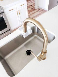 Choosing a New Kitchen Sink Shower Faucet, Sink Faucets, Home Design, Interior Design, Kitchen Furniture, Kitchen Decor, Rustic Kitchen, Kitchen Ideas, Best Kitchen Faucets