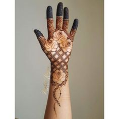 Prettiest Floral Mehendi Designs For The Trendsetter Brides Palm Mehndi Design, Latest Henna Designs, Floral Henna Designs, Back Hand Mehndi Designs, Mehndi Designs For Girls, Modern Mehndi Designs, Dulhan Mehndi Designs, Mehndi Design Photos, Engagement Mehndi Designs