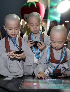 Baby Monks Have Fun with Future Technologies at SK Telecom's T. Cute Kids, Cute Babies, Baby Kids, Precious Children, Beautiful Children, We Are The World, People Around The World, Little People, Little Ones