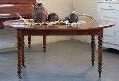 Antieke ovalen tafel