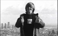 Clássicos Thrasher Magazine com este vídeo com uma das grandes promossas do skate mundial o skatista Bryan Herman, Jamie Tancowny introduz uma parte clássica do video Emerica de 2003.