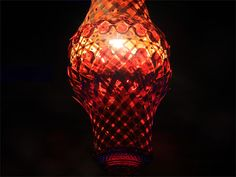 Esta colección cuenta con cinco piezas de luminaria, fabricadas artesanalmente, en las que se combina el bambú con elementos de cristal en diversos colores.