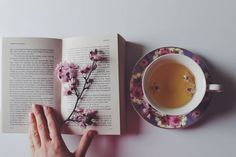 Soul Searcher, flowers and a cup of herbal tea. Coffee Time, Tea Time, Pause Café, Flower Tea, Coffee And Books, Book Aesthetic, My Cup Of Tea, Herbal Tea, Book Photography
