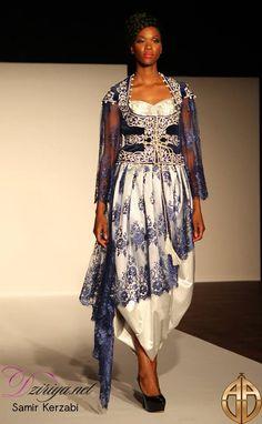 """""""Ghlila"""", terme dérivé de l'arabe Ghilala, est considéré comme un vêtement quotidien de l'élite algéroise. Ce vêtement devint accessible à la classe moyenne au 17ème siècle. Il est coupé dans des matières telles que le brocart ou le velours et est richement décoré de broderie et de passementerie au fil d'or. Sous l'influence de la veste européenne, la ghlila se transforme en ce qu'on appelle aujourd'hui le Caraco qui apparaît au 19ème siècle. Créateur : Samir Kerzabi."""