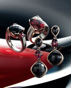 9k white and red gold onyx and garnet ring, & 9k white and red gold garnet and diamond ring, & 9k white and red gold onyx and garnet earrings