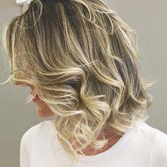 Nem preciso dizer que amei meu novo hair ❤️❤️❤️  Esse é o resultado depois de passar umas horinhas sob os cuidados desse casal super talentoso Edson e @leia_avila_  Amei conhecer vcs ❤️