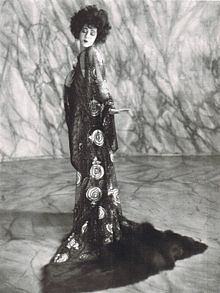 """Vintage Photos of Silent Stars Alla Nazimova and Rudolph Valentino in """"Camille"""" Old Hollywood Glamour, Vintage Hollywood, Classic Hollywood, Hollywood Style, Hollywood Icons, Hollywood Fashion, Hollywood Actresses, Rudolph Valentino, Belle Epoque"""