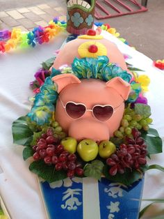Pig Roast Cake for my daughter's Sweet 16 Luau.  Thanks Pinterest for the idea!