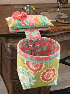 Ideas Sewing Organization Ideas Fabric Scraps Thread Catcher For 2019 Sewing Hacks, Sewing Tutorials, Sewing Crafts, Sewing Tips, Fabric Scrap Crafts, Diy Crafts, Thread Catcher Pattern, Costura Fashion, Sewing Room Organization