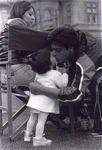 "khan01 – with wife Gauri & daughter  – ""you make me ...OWWW SOO SOOO SOO CUTEE SO LUCKY SUHANA AND GAURI AND SHAH RUKH TOO . <3 <3 <3 LOVE THEMM SOO SOO SOO MUCHH <3 <3 <3 <3 WHAT A GREAT FAMILY BY SILVA SRK <3 <3 <3"