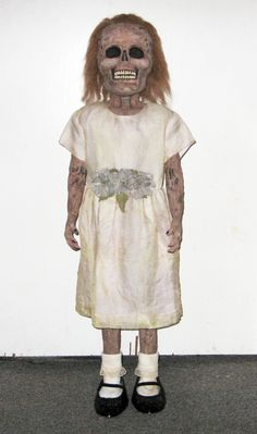 tutorial for a zombie little girl    Awh so cute, I'd want to leave out year around & just put festive hats on her lol!!