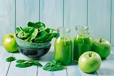 9 Best Green Smoothie Books For Fat Loss & Natural Energy; Green smoothie with spinach and apples Detox Diet Drinks, Detox Juice Cleanse, Detox Juice Recipes, Smoothie Recipes, Detox Juices, Cleanse Recipes, Smoothie Cleanse, Detox Verde, Spinach Nutrition Facts