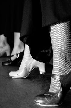 flamenco shoes and fishnets Shall We Dance, Lets Dance, Costume Tribal, Flamenco Shoes, Flamenco Dresses, Dance Dresses, Zumba, Tap Shoes, Dance Shoes