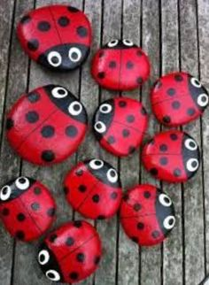 Ladybird pebbles - cute idea to place a couple on the soil inside a flower pot! Ladybird pebbles - cute idea to place a couple on the soil inside a flower pot! Pebble Painting, Pebble Art, Stone Painting, Garden Painting, Painting Flowers, Mandala Painting, Art Flowers, Painting Tips, Stone Crafts