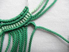 Сегодня я хочу вам показать, как сплести нежные, красивые и несложные серьги в технике макраме. Для плетения серег нам понадобится: 1. Швензы круглые 3,5 см — пара. 2. Бисер 4 мм. 3. Вощеная нить зеленая — 11.2 м. 4. Салатовая — 0,6 м. 5. Бусины 6мм — 4 шт. 1. Для начала нарезаем нить на 14 отрезков длиной по 40 см. Каждую нить складываем пополам и навешиваем на швензу. …