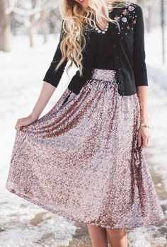 New skirt midi wedding gold sequins ideas Casual Summer Outfits, Winter Outfits, Party Skirt, Gold Sequins, Mi Long, Skirt Outfits, Sequin Skirt, Style Inspiration, Wedding Gold