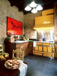 gorgeous kitchen...although red and yellow are supposed to make you overeat...but who cares!