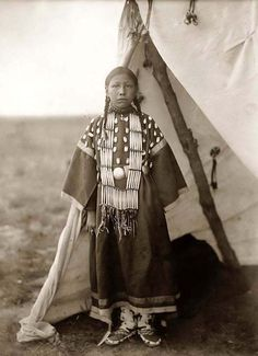Red Dog Shunta Luka, Sioux Indian Photo: This Photo was uploaded by Greywolfie. Find other Red Dog Shunta Luka, Sioux Indian pictures and photos or uplo. Native American Children, Native American Beauty, Native American Photos, Native American Tribes, Native American History, American Girl, Navajo, Indian Pictures, Native Indian