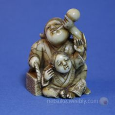 Catalogue of netsuke images - Japanese Netsuke Man drinking and child Lucky Symbols, Edo Era, Sculptures, Lion Sculpture, Miniture Things, Asian Art, Japanese Art, Wood Carving, Hand Carved