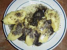 Škubánky hojně sypeme mákem, pracharandou ze sušených hrušek, a nebo podle zvyku.