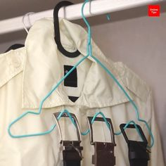 Brilliant hanger life hacks for space saving. Car Cleaning, Cleaning Hacks, Life Hacks, Framing Construction, Diy Crafts Hacks, 5 Minute Crafts, Clean House, Space Saving, Helpful Hints