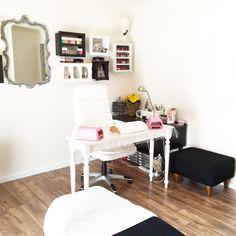 Home nail salon decorating ideas Home Beauty Salon, Beauty Nail Salon, Home Nail Salon, Nail Salon Decor, Beauty Room, Salon Decorating, Decorating Ideas, Decor Ideas, Salon Business Plan