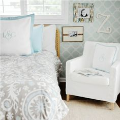 love the idea of having frames so low and close to the bed. the colors are also a win.