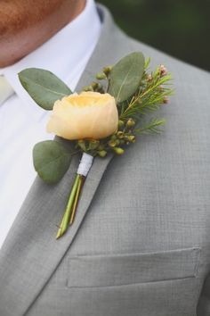 Soft yellow boutonniere | J.Woodbery Photography