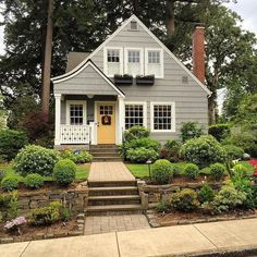 Best Exterior House Color Adorable Grey Cottage With White Trim And Yellow Door Exterior Paint House Exterior House Colors With Brown Roof