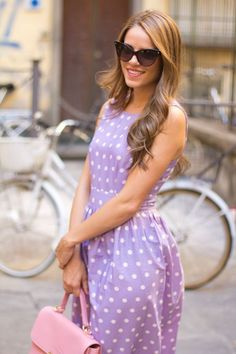 Very cute lilac polka dot dress with a pink handbag. Embrace pastel colours x Passion For Fashion, Love Fashion, Womens Fashion, Modern Fashion, Fashion Styles, Fashion Models, Glamour, Trends, Mode Inspiration