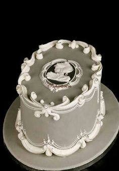 Cameo lambeth cake …