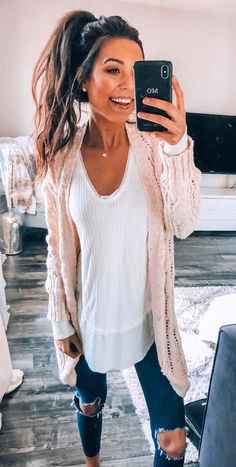 casual outfits spring comfy ~ casual outfits + casual outfits spring + casual outfits summer + casual outfits for winter + casual outfits for women + casual outfits for work + casual outfits for school + casual outfits spring comfy Mode Outfits, Casual Outfits, Fashion Outfits, Dinner Outfits, Holiday Outfits, Fashion 2018, Spring Fashion, Winter Fashion, Cooler Style