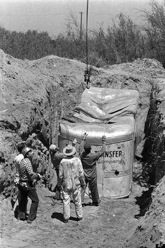 Officers digging for school bus full of children buried by 3 kidnappers July 1976, California