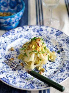 Recipe:ポアロー・ヴィネグレット/フランスのビストロでは必ず見かける、大定番の惣菜メニュー。長ねぎをたっぷり使えるのもうれしい。 #レシピ