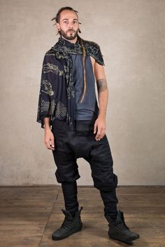 The Skeletor Safi Army with this grogerous skull print is made of super soft and light Modal material. This is a high tech material from Lenzing Austria which is made of trees. Perfect as Goth Outfit, Cyberpunk and Star Wars Costume combination. Its the perfect tool for the outdoor season. Cyberpunk Clothes, Cyberpunk Fashion, Steampunk Jacket, Steampunk Clothing, Festival Outfits, Festival Fashion, Jedi Outfit, Blanket Scarf, Scarf Head