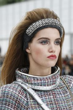 Chanel autumn/winter ready to wear 2017 - love this jeweled headband! #fashion #style