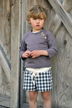Summer sweatshirt and gingham drawstring shorts. Could re-create w/Oliver and S … Summer sweatshirt and gingham drawstring shorts. Could re-create w/Oliver and S Sailboat pattern and the shorts could be a simple drawstring. Fashion Kids, Little Boy Fashion, Baby Boy Fashion, Fashion Games, Fashion Clothes, Fashion Dolls, Mabo Kids, Toddler Boys, Baby Boys
