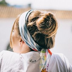 12 maneras de llevar un pañuelo con mucho estilo · Vintage & Chic. http://www.vintageandchicblog.com/2015/08/12-maneras-de-llevar-un-panuelo-con-estilo.html