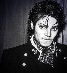 Michael at Guinness Book of World Records Ceremony for Thriller sales, 07-02-1984 -- Best Selling Album Of All Time - 'Thriller' - https://pt.pinterest.com/carlamartinsmj/