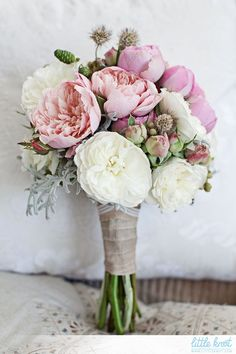 Still undecided about your dream bouquet? Share your dream wedding details with your collaborators using LittleKnot's Notebook. COMING SOON⠀