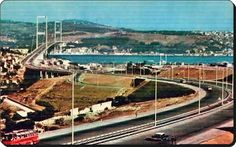 Boğaziçi köprüsünün henüz yeni açıldığı trafiksiz bir İstanbul   Paylaşım için Sn. Mustafa Faik Akar bey'e teşekkür ederiz.