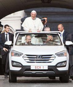 PAPAMOBIL VON HYUNDAI Der Papst steht jetzt auf Cabrio
