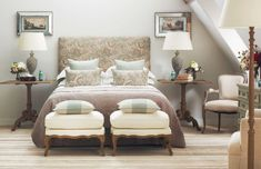 A well-dressed bed will improve the style of your bedroom, and the quality of your slumber. Read our tips about how to create a well-dressed bed. Home Bedroom, Bedroom Decor, Bedroom Ideas, Aqua Decor, Neutral Bedrooms, Bedroom Vintage, Interior Styling, House Styles, Paisley Fabric