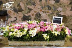 Centrotavola con fiori ranuncoli rosa