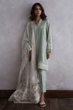 Mint green Pakistani 3 piece pleated dress by Nida Azwer event wear collection 2018 Simple Pakistani Dresses, Pakistani Fashion Casual, Pakistani Outfits, Indian Dresses, Indian Outfits, Indian Fashion, Muslim Fashion, Punk Fashion, Lolita Fashion